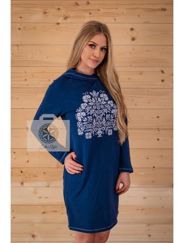 Sukienka z kapturem haftowana